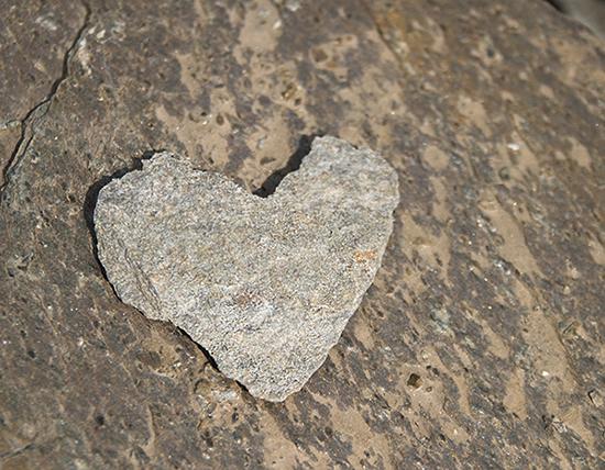 Piha kauniiksi kivillä